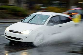Ford Focus aquaplaning